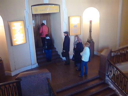 Очередь в кассу Мариинского театра в Гостином дворе