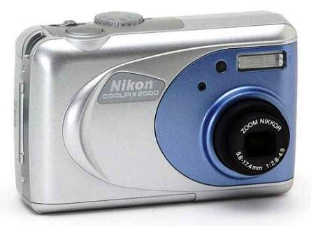 """Nikon coolpix 2000"", фронтальная часть"