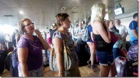 Ожидание регистрации в аэропорту Барселоны