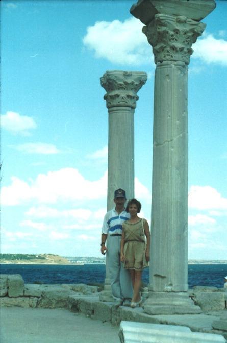 Я с сестрой Сергея Трапезникова Аней Меняйловой на мысе Херсонес